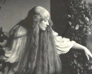 La soprano Mary Garden caracterizada como Mélisande, de la ópera de Claude Debussy.