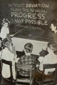 """Mensaje de Frank Zappa a las nuevas generacions: """"El progreso es imposible sin rupturas"""". Todo un reto en un mundo cada vez más uniforme musicalmente por la presión de la industria musical."""