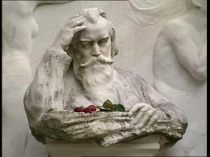Efigie de Brahms en su tumba, en el cementerio de Viena.