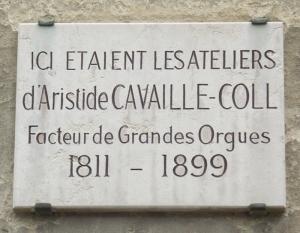 Placa parisina que conmemora la ubicación del taller de Cavaillé-Coll en la Avenue du Maine.