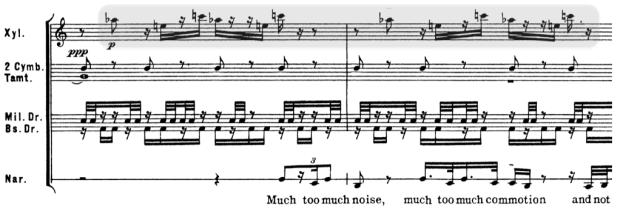 El acorde aumentado arpegiado en el xilófono.