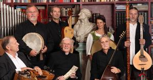 René Clemencic (sentado, en el centro) con miembros del Clemencic Consort.