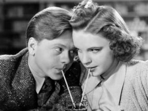 Mickey Rooney y Judy Garland en el film Babes in arms [].